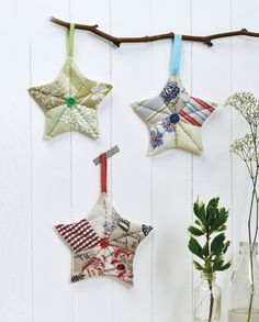 Patchwork Stars - Free sewing patterns - Sew Magazine Use up your fabric scraps to make these folksy patchwork star decorations, with Sew's FREE project! Christmas Decorations Sewing, Quilted Christmas Ornaments, Fabric Ornaments, Xmas Crafts, Star Decorations, Christmas Sewing Gifts, Christmas Quilting Projects, Christmas Fabric Crafts, Christmas Patchwork