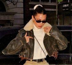 Korean Fashion On The Streets Of Paris Look Fashion, Korean Fashion, Winter Fashion, Fashion 2020, 50 Fashion, Fashion Styles, Style Bella Hadid, Bella Hadid Outfits, Mrs Bella