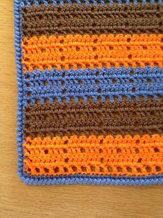 Håndklæde 3                Håndklædet måler 50 x 34, er hæklet i 100% bomuld løbelængde 170 m, på hæklenål 2, håndklædet er hæklet frem og...