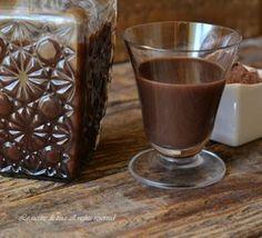 Liquore al cioccolato,un liquore cremoso e delizioso Love Chocolate, Chocolate Coffee, Cocktail Juice, Recipe R, Homemade Wine, Cooking Together, Gelato, Chocolate Recipes, Italian Recipes