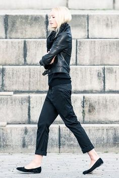 All black outfit - Winter outfit ideas and street style inspiration - Style Noir, Mode Style, Style Me, Black Style, Italian Loafers, Black Leather Biker Jacket, Leather Pants, Black Chinos, Black Jeans
