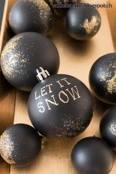 Dark Christmas, Christmas Art, All Things Christmas, Christmas Baubles, Diy Christmas Ornaments, Christmas Tree Decorations, Christmas Crafts To Make, Merry Xmas, Let It Snow