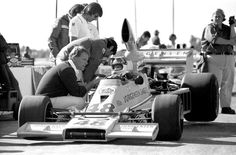 Dan Gurney (left) - Vern Schuppan - Eagle 75 Chevrolet - All American Racers - California Grand Prix (Riverside) - 1975 SCCA/USAC Championship, round 9 Singapore Grand Prix, Types Of Races, Dan Gurney, Indy Cars, Vintage Racing, Formula One, Fast Cars, Chevrolet, Indie