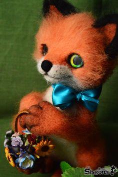 dry felting #fox #felting #red #handmade #foxdoll #flower #present #animal #art
