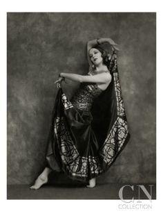My Bohemian History Martha Graham (who studied under Ruth St. Denis) in Flamenco costume, 1924 Martha Graham, Shall We Dance, Just Dance, Dance Photography, Vintage Photography, Costume Flamenco, Flamenco Dancers, Baile Jazz, Dance Oriental