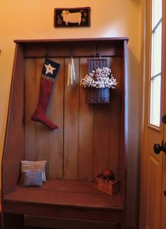 Barn Board Projects, Home Projects, Bench Furniture, Painted Furniture, Country Decor, Rustic Decor, Cable Spool Tables, Primitive Furniture, Entryway Decor