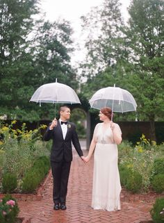 Vintage-inspired rainy day wedding: http://www.stylemepretty.com/2016/05/10/this-vintage-inspired-wedding-will-transport-you-to-a-bygone-era/ | Photography: Audra Wrisley - http://audrawrisley.com/