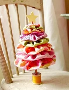 Fabric yoyo tree...so cute! Inspired Ideas, The Christmas Issue #YoYo's