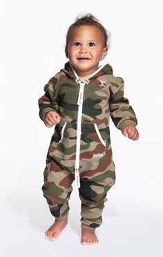 A mini version of the Original OnePiece, scaled down and adapted to fit your toddler.Match your mini-me up with yourself in this super soft onesie for the most fab snuggle look ever.