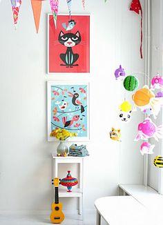Una linda idea para llenar de color un rincón en la habitación de tu bebé!