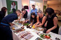 Prace w pocie czoła nad kanapkami szykowanymi na kanapkowy konkurs z nagrodami :)