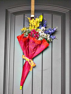 Spring wreath using an umbrella.  Saw this once in Midwest Living magazine.  Cute, different door decor for Spring!