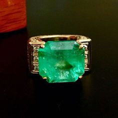 18k gold and 23 carat Natural Colombian Emerald Ring : Lot 103