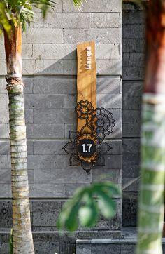 Hotel Indigo Bali – Bentuk on Inspirationde Hotel Signage, Wayfinding Signage, Signage Design, Signage Board, Main Door Design, Entrance Design, Gate Design, Metal Clock, Metal Wall Art