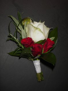 Sulhasen viehe valkoisista ja punaisista ruusuista / Cawell