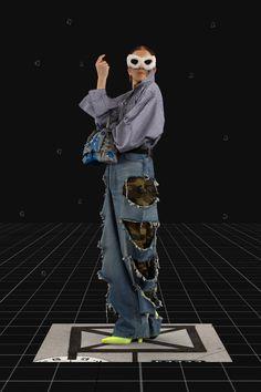 Balenciaga Fall 2021 Ready-to-Wear Fashion Show Collection: See the complete Balenciaga Fall 2021 Ready-to-Wear collection. Look 38 Shirts & Tops, Pop Fashion, Mens Fashion, Fashion Trends, Runway Fashion, Age Of Tomorrow, Balenciaga Store, Mode Pop, Vogue Paris