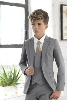 Meet Ford, the super skinny five-piece suit by Paisley of London. Featuring jacket, waistcoat and trousers, in contemporary slate grey, available from only Kids Wedding Suits, Grey Suit Wedding, Wedding With Kids, Cute Teenage Boys, Cute Boys, Little Boy Fashion, Kids Fashion, Haare Tattoo Designs, Pinterest Mode