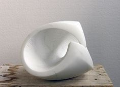 Carrara marble Abstract Loop Indoor and Outside Sculptures / Statues / statuettes sculpture by sculptor Lotte Thuenker titled: 'Kapriole IV (abstract Contemporary minimalist stone Indoor statuettes)' - Artwork View 2