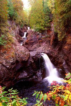 ✯ Cascade Gorge Fall