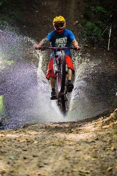 MTB Dating is the dating site for singles with a passion for mountain biking. Shred the mountain bike trails together; Downhill Bike, Bike Mtb, Road Bike, Mountain Biking Quotes, Mountain Biking Women, Mountain Bike Trails, Cycling Art, Cycling Bikes, Cycling Quotes