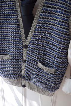 Combine three colors of yarn in this easy pattern stitch. Easy Knitting Patterns, Knitting Stitches, Tweed Vest, Men's Waistcoat, Dk Weight Yarn, Vest Pattern, Cascade Yarn, Stockinette, Yarn Colors