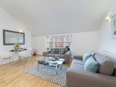 Private Apartment - Marylebone High Street London Situated in London, this apartment is 700 metres from Oxford Street. The unit is 1.1 km from Carnaby Street. Free WiFi is available throughout the property.
