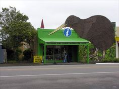 Like other small towns, Eketāhuna has rebranded itself to attract tourists and curb its decline. In 2006 it adopted the slogan 'Eketāhuna Kiwi Country'. To grab attention, a kiwi has been built at the information centre. A second giant . Kiwi, Small Towns, New Zealand, Larger, Building, Places, Outdoor Decor, Photos, Lugares