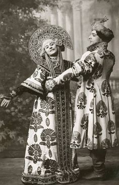 "Russian costumes worn by Anna Pavlova & Mikhail Mordkin in a ballet called ""Russian Dance"" What a kokoshnik ! Anna Pavlova, Russian Folk, Russian Art, Historia Do Ballet, Costume Russe, Portraits Victoriens, Style Russe, Russian Ballet, National Portrait Gallery"