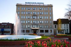 Small hotel that's big on hospitality.  Stylish with hints of an art-deco past, the Parkview Hotel is a little boutique beauty. From the fireplace in the cozily furnished lobby to the inviting aromas emanating from the coffee bar, you'll be tempted to kick back and relax even before checking in. Parkview Hotel, Syracuse, NY - Stash Hotel Rewards