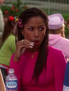 """Stacey Dash played stock character of the """"Bougie Brown girl"""" previously seen in TV shows like A Different World- Whitley Gilbert; Saved by the Bell- Lisa Turtle; The Fresh Prince of Bel-Air- Hilary Banks. Dj Tanner, Clueless Aesthetic, 90s Aesthetic, Clueless Fashion, 2000s Fashion, Clueless 1995, Dionne Clueless Outfits, Stacey Dash Clueless, Mean Girls"""