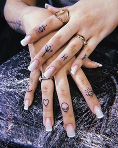 How many tattoos would you get on fingers?⠀⠀⠀⠀⠀⠀⠀⠀⠀ 👉🏻 Tiny tattoo inc⠀⠀⠀⠀⠀⠀⠀⠀⠀ 👉🏻 Tiny tattoo inc⠀⠀⠀⠀⠀⠀⠀⠀⠀ .⠀⠀⠀⠀⠀⠀⠀⠀⠀ How many tattoos would you get on finge Cute Meaningful Tattoos, Cute Finger Tattoos, Tiny Tattoos For Girls, Finger Tattoo For Women, Small Finger Tattoos, Hand Tattoos For Women, Finger Tattoo Designs, Finger Tats, Womens Finger Tattoos