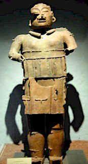 """Dios Xipe-Totec que significa """"Nuestro Señor Desollado"""". Pieza elaborada en barro cocido. (Cultura Azteca - Templo Mayor 500 - 800 d.c.)"""