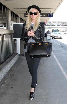 Las famosas nos enseñanan a llevar el look casual chic ASHLEE SIMPSON http://www.glamour.mx/moda/articulos/looks-de-celebridades-moda-tendencias-street-style/1693