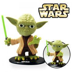 Die Meister Yoda Wackelkopffigur ist ein witzige Geschenkidee für alle Star Wars Fans. Ideal fürs Büro, den Schreibtisch, Regal oder Nachttisch. Die Macht ist mit Dir.