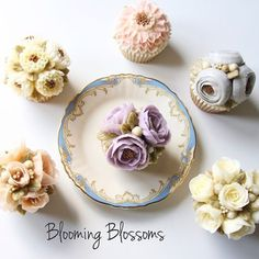 Customized birthday flower cupcakes_ #bloomingblossoms #cakery #flowercake #buttercream #buttercreamcake #cupcakes #flowercakeclass #LAbakingclass #LAflowercake #instafood #instaflower #homebaking #wilton #birthdaycake #bridalshower #bridetobe #꽃스타그램 #꽃 #플라워케이크 #플라워컵케이크 #LA플라워케이크 #엘에이플라워케이크 #버터크림플라워 #버터크림플라워케이크 #생일케이크 #EJ_Table @extraordinary_ej