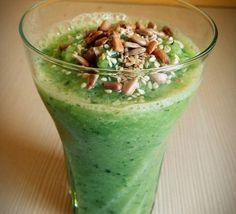 Рецепт легкого зеленого смузи из яблока, огурца, банана и зелени шпината. Богат…
