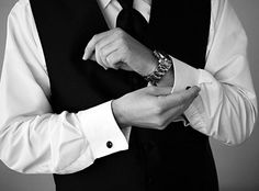 wedding photography - red ribbon studio - real wedding - jessica & todd - groom - getting ready - cufflinks