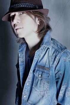 Takeshi Hosomi -- the Hiatus IS good, but for me, he wiLL aLways be Takeshi Hosomi of ELLEGARDEN.