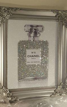 Baños Shabby Chic, Shabby Chic Bedrooms, Chanel Dekor, Chanel Bedroom, Bling Bedroom, Glam Room, Beauty Room, Swarovski Crystals, Perfume Bottles