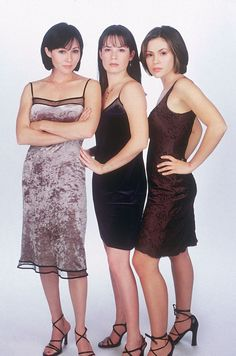 Shannon Doherty,Holly Marie Combs , and Alyssa Milano Via Lockerz. Serie Charmed, Charmed Tv Show, Holly Marie Combs, Rose Mcgowan, Seinfeld, Alyssa Milano Charmed, Alicia Milano, Charmed Sisters, Repetto