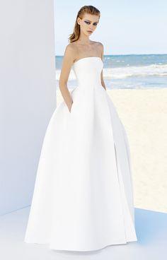 MIA strapless gown by Alex Perry - wedding dress inspiration Modest Wedding Gowns, Cute Wedding Dress, Wedding Looks, Bridal Dresses, Flower Girl Dresses, Alex Perry, Elegant Bride, Glamour, Bridal Style