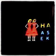 #vintage girls #neon #neonlights #neonvalot Ne on #valot #valo #Hakaniemenhalli #Hakaniemessä