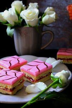 Kakkuviikarin vispailuja!: Aleksanterinleivokset Food Inspiration, Sweet Recipes, Tart, Sweet Tooth, Cupcake, Deserts, Goodies, Pudding, Drinks