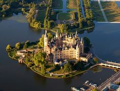 Schwerin Castle , is a schloss located in the city of Schwerin, the capital of Mecklenburg-Vorpommern state, Germany. It is situated on an island in the city's main lake, Lake Schwerin. Beautiful Castles, Beautiful World, Beautiful Places, Places To Travel, Places To See, Travel Destinations, Places Around The World, Around The Worlds, Château Fort