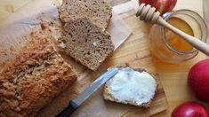 Rychlý perník s jablky a ořechy jako špaldový chlebíček Apple Dessert Recipes, Sweet Bread, Banana Bread, Food, Diet, Essen, Meals, Yemek, Eten
