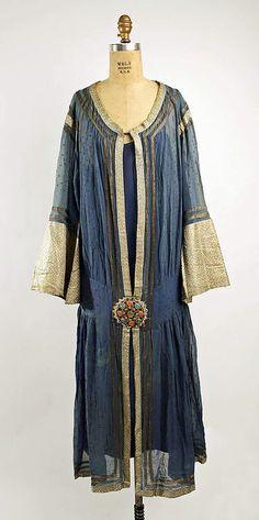 1923-1927 dress via The Metropolitan Museum of Art.