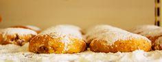 8 - LE PASTICCERIE ORIENTALI - I vicoli del porto sono ricchi di piccole pasticcerie arabe e tunisine. Qui si preparano deliziosi biscotti e pasticcini il cui sapore è sconosciuto a molti di noi. I tavolini sono piccoli e traballanti. i camerieri indossano lunghe tuniche bianche e mattonelle celesti ricoprono le pareti. In piccoli bicchieri di vetro si serve uno speciale tè alla menta.. (foto di Nicola Lecca)…