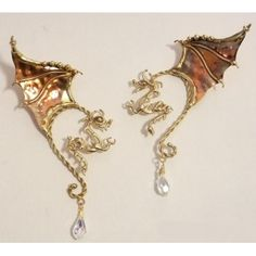 Sort of mutant Dragon Ear Wires / Elf Ears. The Dragon hangs in front of the ear and the wings come up behind them. Cute Jewelry, Jewelry Accessories, Unique Jewelry, Jewelry Ideas, Diy Jewelry, Dragon Ear Cuffs, Elf Ears, Dragon Jewelry, Dragon Necklace