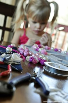 Kids can make jewelry!  Great toddler jewelry tutorial.