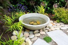 Bird Bath Bowl, Diy Bird Bath, Bird Bath Garden, Garden Art, Garden Design, Cement Garden, Garden Totems, Garden Whimsy, Garden Junk